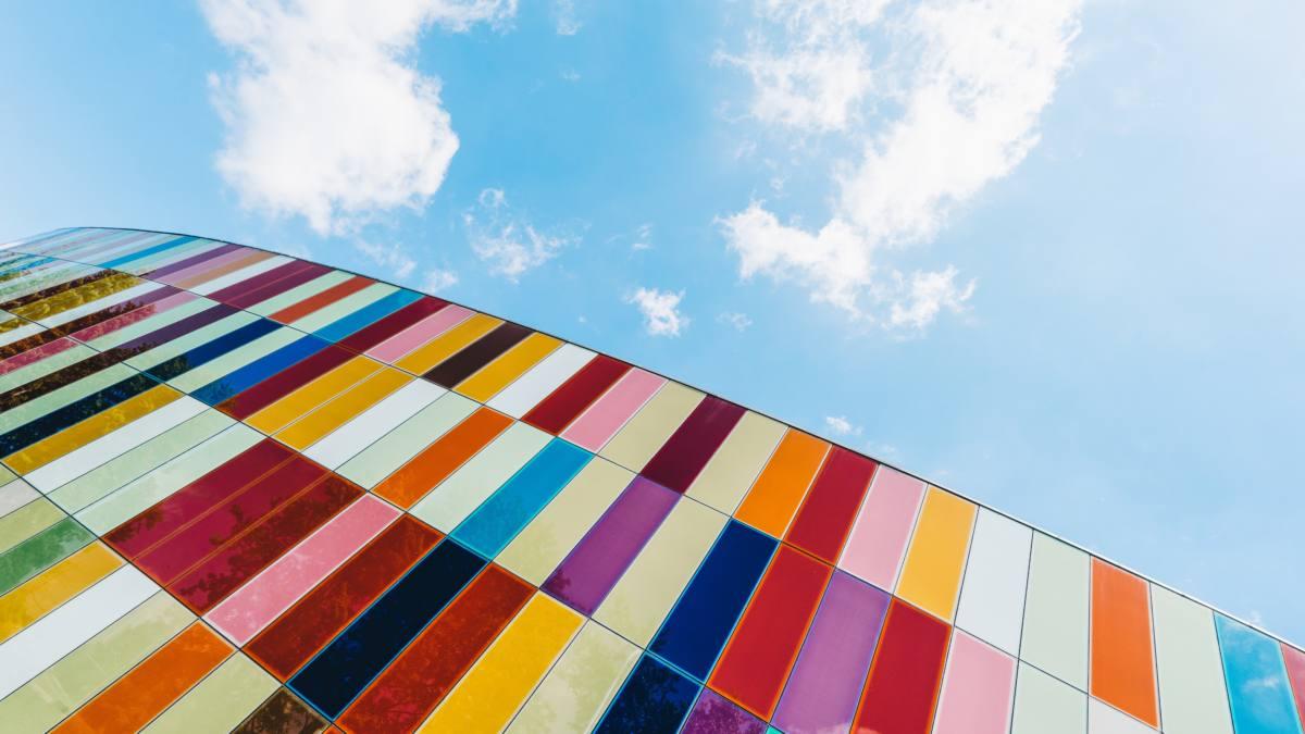 Visión del cielo con cuadros de colores unsplash